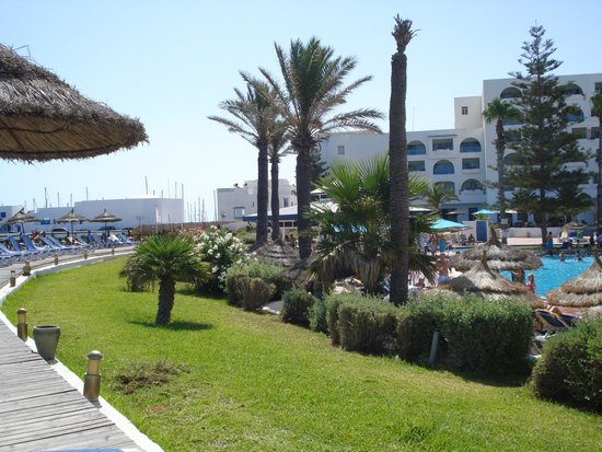 Regency Hotel and Spa : abords de piscine