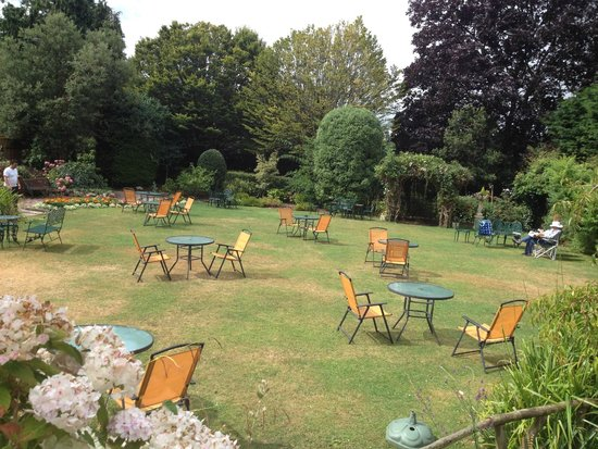 Grosvenor Hotel Torquay: Just situated behind the pool