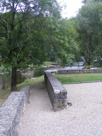 le Sidobre: Village médiéval  de Burlats dans le Tarn à 10 minutes de Castres