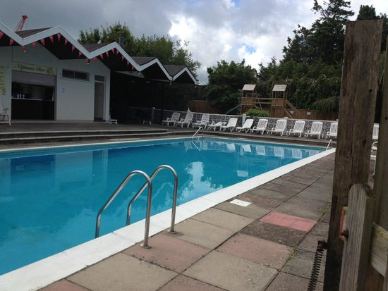 John Burton-Race Restaurant & Rooms: Hotel pool -early morning!