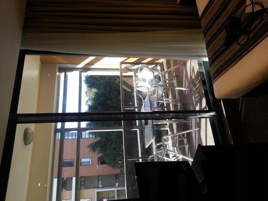 Meriton Serviced Apartments, Waterloo: balcony