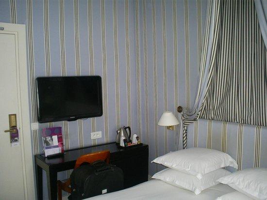 Mercure Paris Champs Elysees : Room 2