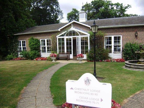 West Lodge Park Hotel: entrance to chestnut lodge