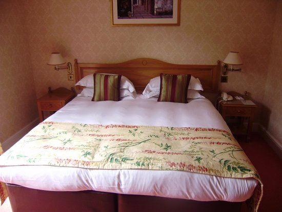 West Lodge Park Hotel: bed