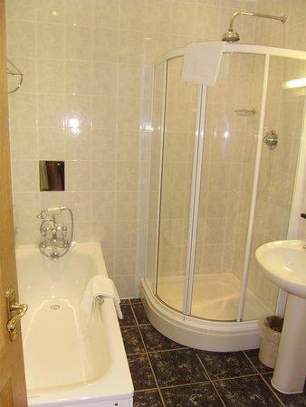 West Lodge Park Hotel: bathroom