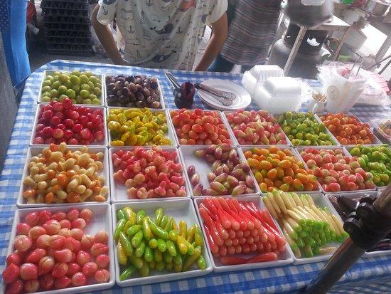 Naka Market: colourful fruits