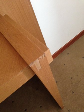Mercure Apartments Brasilia Lider : Broken furniture