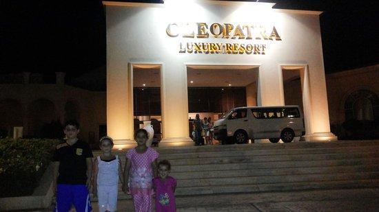 Cleopatra Luxury Resort Sharm El Sheikh: آل سليم شرف الدين