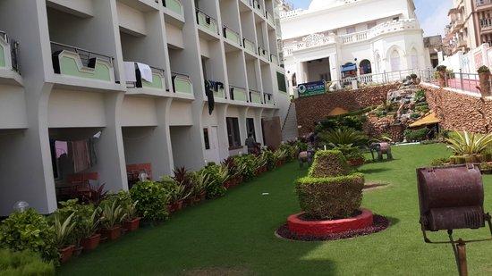 Hotel New Sea Hawk: Garden