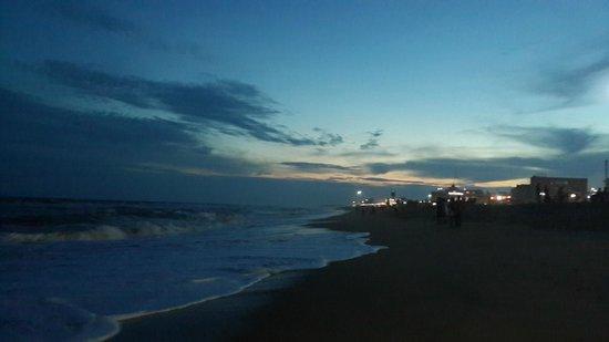 Hotel New Sea Hawk: Sea view at Eve.