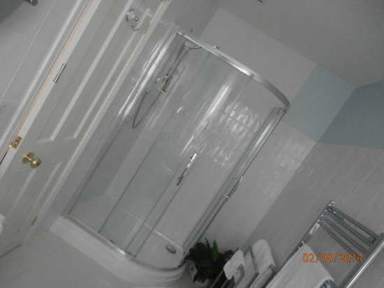 Filey Grange Guest House : huge shower and clean