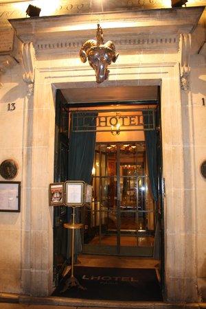 L'Hotel: Entrance
