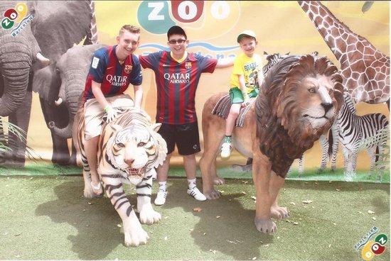 Zoo de Barcelona: Alex, Ciaran and Rhys at Barcelona Zoo.