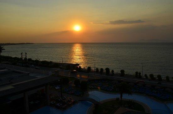 Oceanis Hotel : sunset view