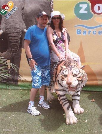 Zoo de Barcelona: Me and my hubby at Barcelona Zoo.