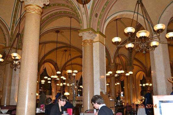 Cafe Central : Потолок в Централе