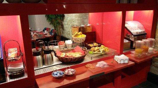 Hotel Louvre Rivoli: Breakfast