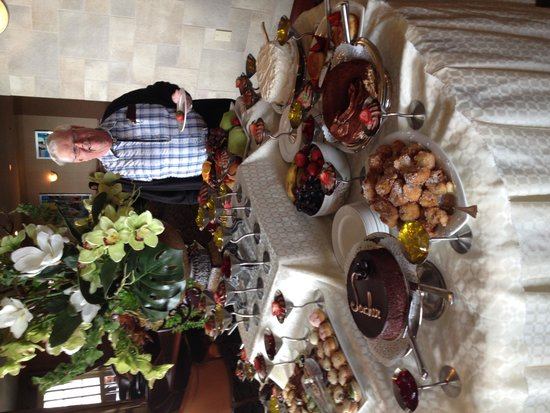 Chateau Vaudreuil : How's that for a desert buffet!