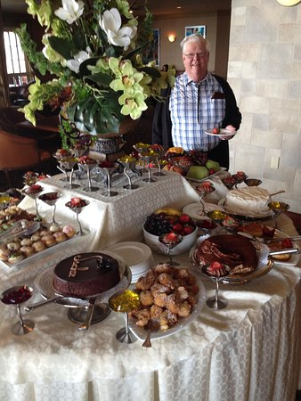 Chateau Vaudreuil: How's that for a desert buffet!