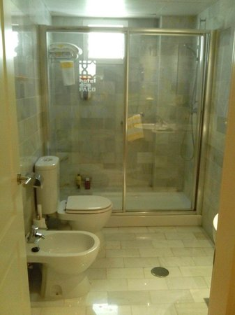 Hotel Don Paco: Lavabo