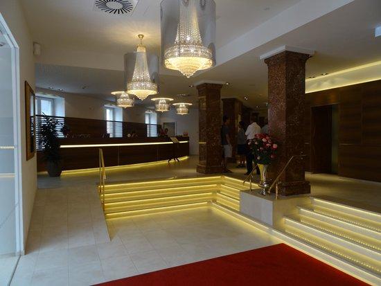 Crowne Plaza Hotel Salzburg - The Pitter: Entry/reception/elevators