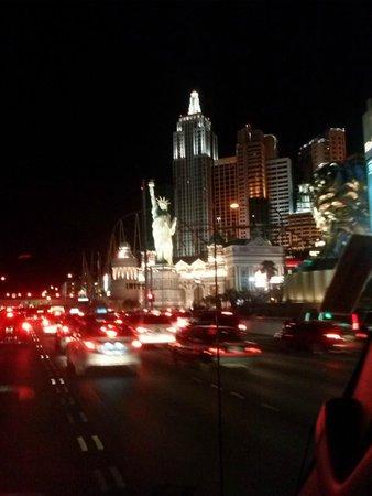 New York - New York Hotel and Casino : entrando em Las Vegas à meia noite- vista da estátua da liberdade- NewyorkNewYork