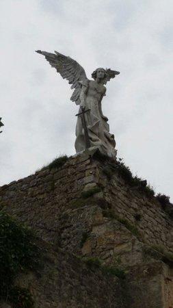Cementerio de Comillas: El Ángelote. Limona