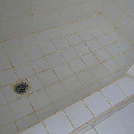 Sheraton Sharm Hotel, Resort, Villas & Spa : ванная с кривой плиткой. Да собственно всё и так видно.