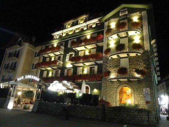 Hotel San Lorenzo: Esterno notturno