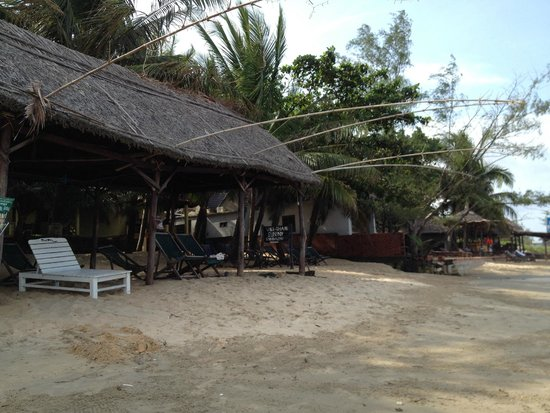 Viet Thanh Resort: View from the beach