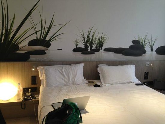 Best Western Le Jardin de Cluny : Modern and cozy decoration in the room