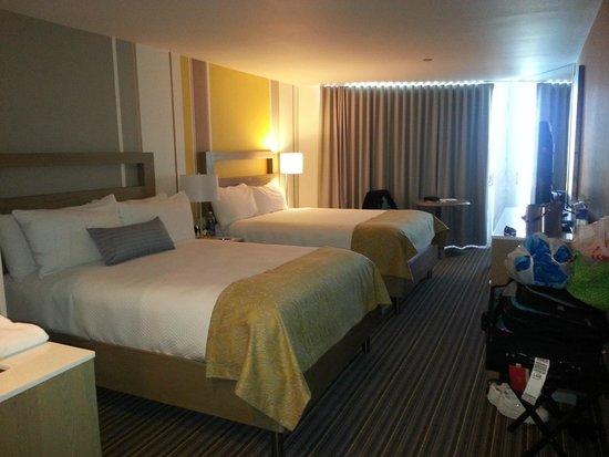 Blue Sea Beach Hotel: Spacious room