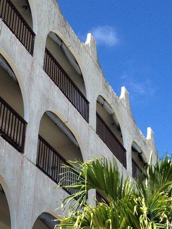 Belair Beach Hotel: Belair Moldy Walls