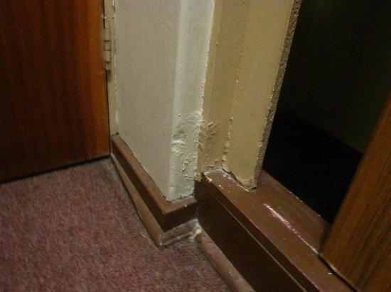 Hotel 224: Room condition