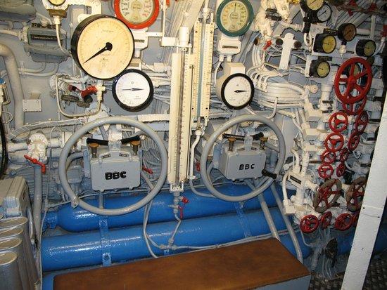 U-Boot U 995: U-995, command center