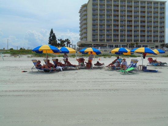 Hyatt Place Daytona Beach - Oceanfront : Chillin' with friends in front of the Hyatt