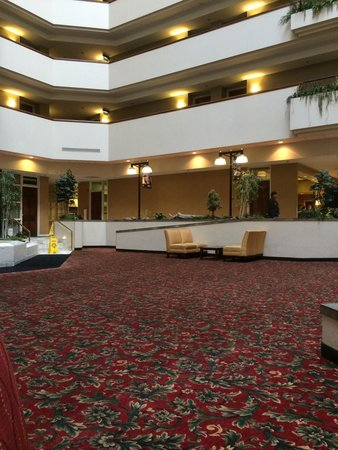 Holiday Inn Rapid City - Rushmore Plaza : Massive lobby area but nowhere to sit Holiday Inn Rapid City