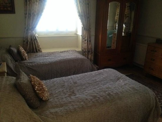 Apsley House Hotel : second bedroom in seperate suite