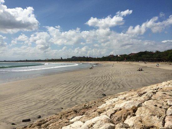Bali Garden Beach Resort: Beach looking towards Legian