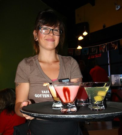 Shakers Martini Lounge : Martinis with a smile!