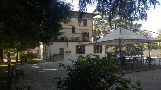 Villa Raffaello Park Hotel: Parco