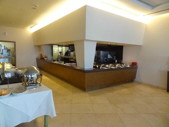 Atlantica Eleon Grand Resort & Spa: Buffet