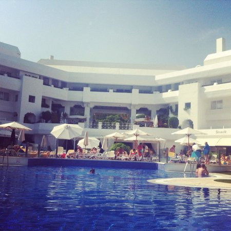 IBEROSTAR Marbella Coral Beach : Poolside
