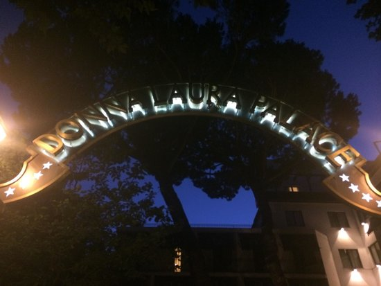 Donna Laura Palace Hotel: Exterior Sign