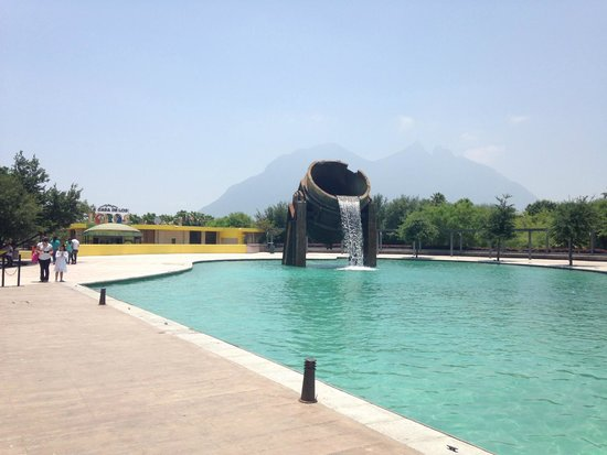 Paseo de Santa Lucia : Loading area for boat ride at Parque Fundidora