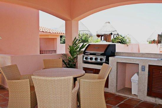 Acanto Hotel & Condominiums: Common area BBQ