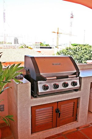Acanto Hotel & Condominiums: BBQ areas for private roof tops and all guests