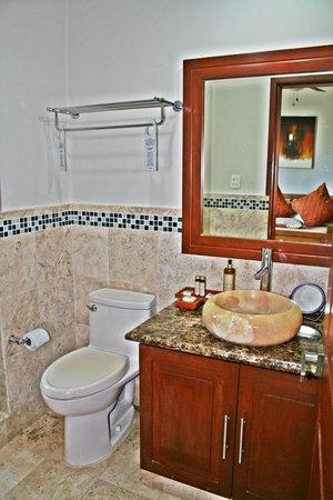 Acanto Boutique Hotel and Condominiums Playa del Carmen Mexico: Large marble bathrooms