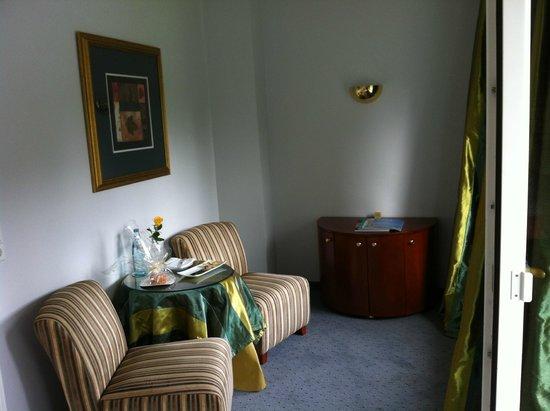 Parkhotel Adler: room 110 - sitting area