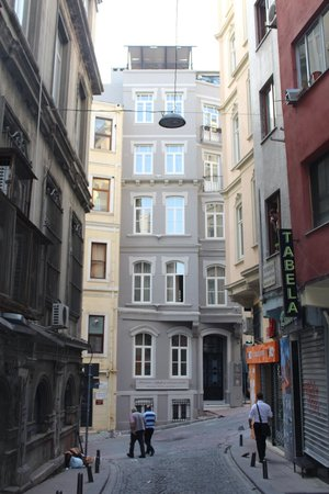Louis Appartements Galata: hotel from street